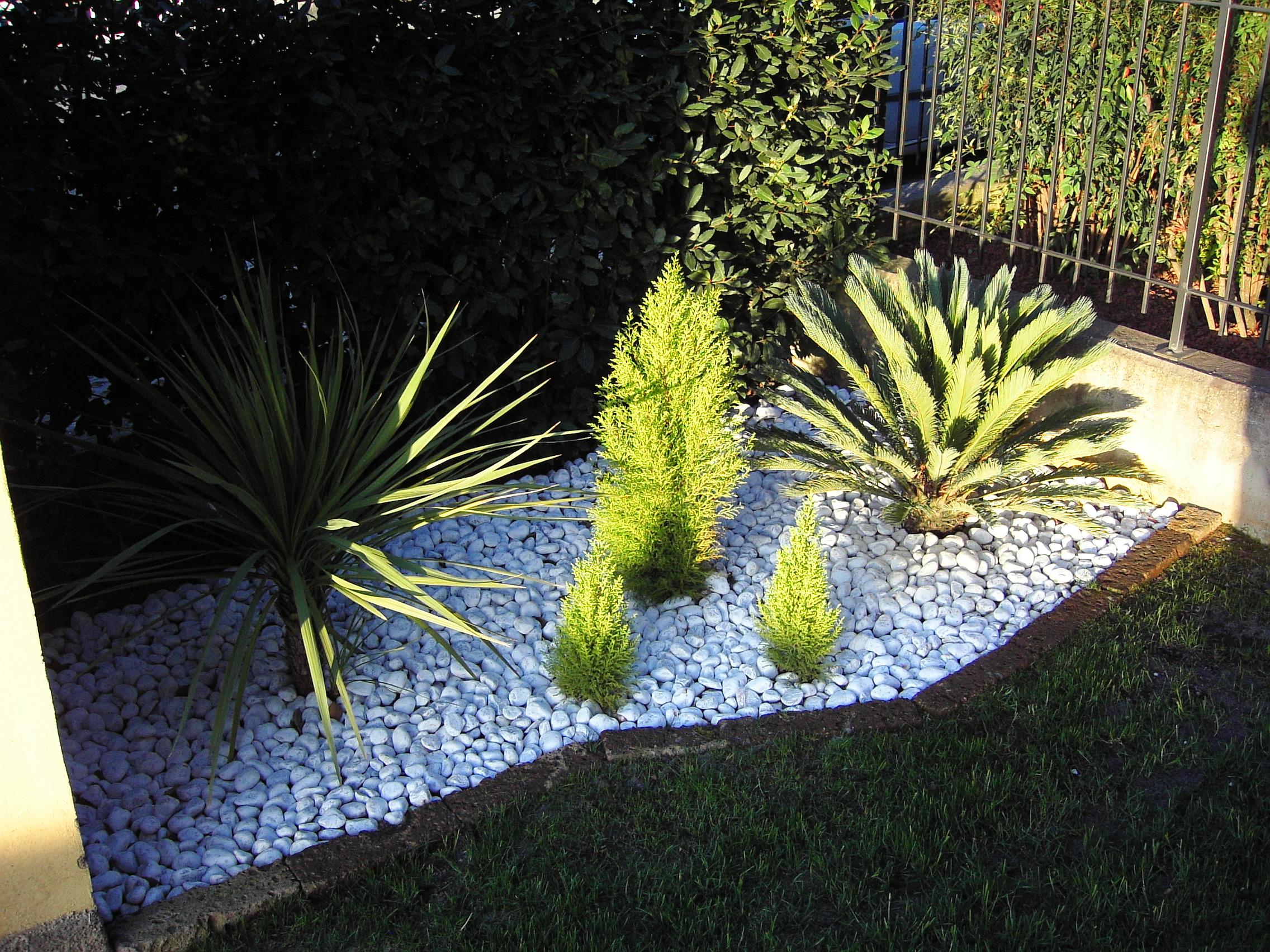 B b giardini - Giardino con sassi bianchi ...